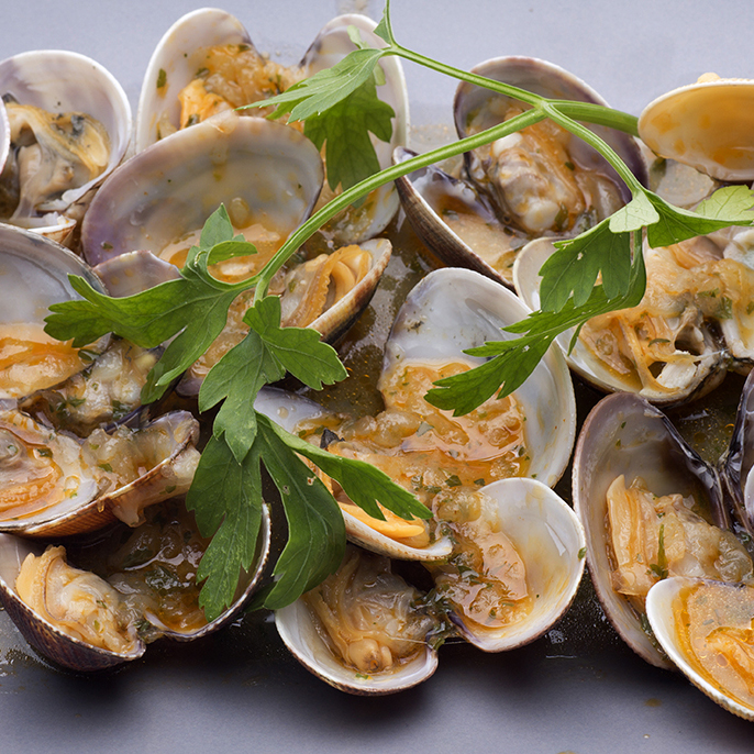 clams with seafood